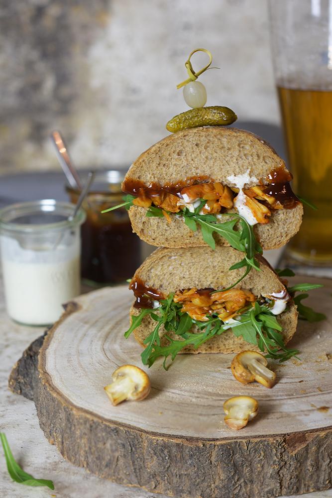 Veganer Burger mit Pulled Jackfruit 3