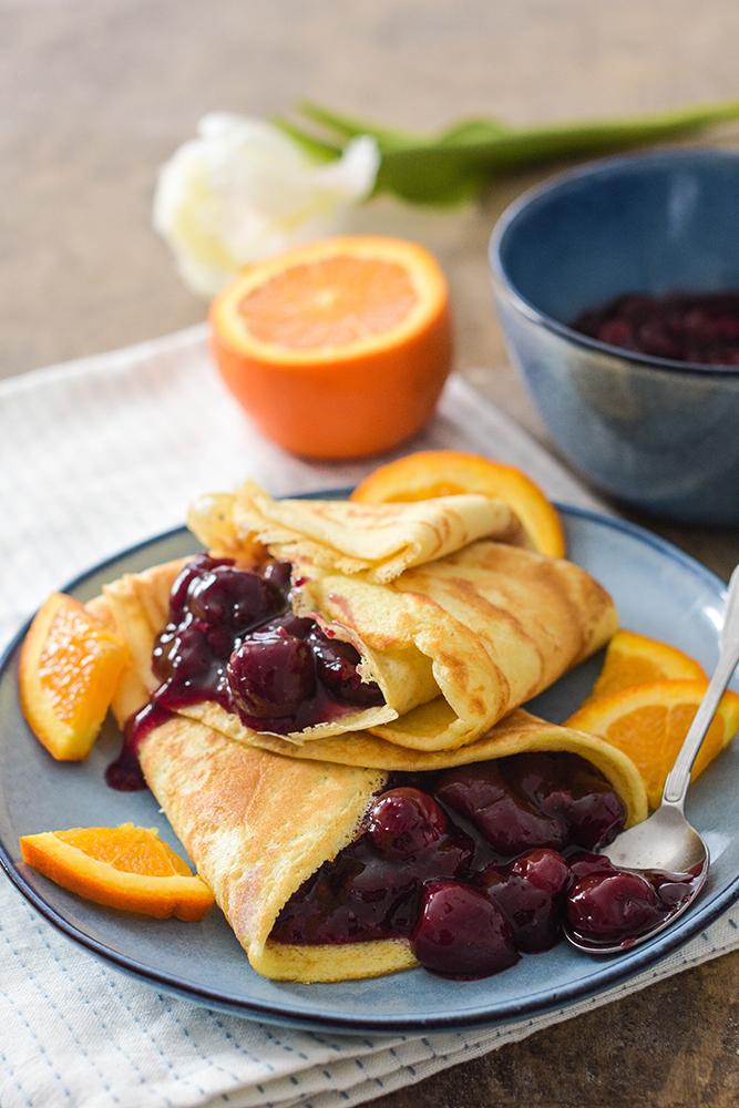 Pfannkuchen mit Kirsch-Orangen-Soße