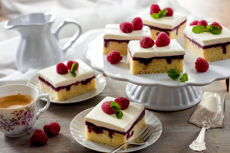 Poke Cake mit Beeren