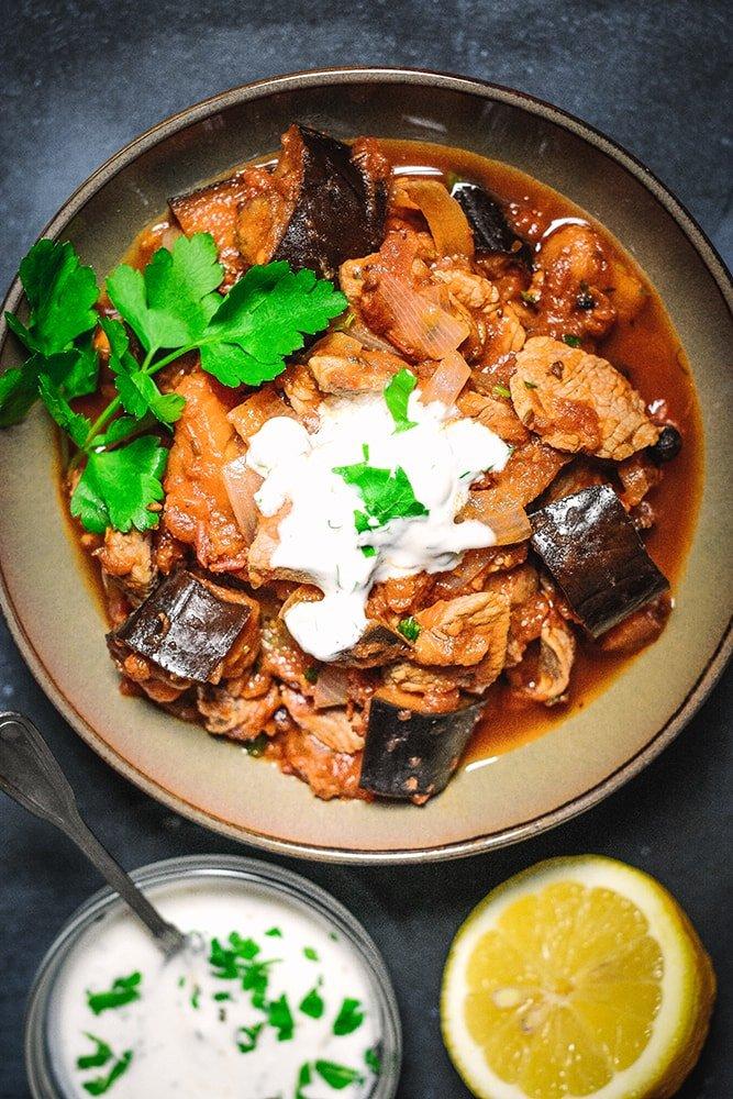 Orientalisches Lamm mit Aubergine mit Joghurt