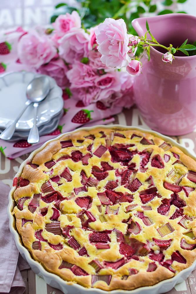 Clafoutis: Auflauf mit Rhabarber und Erdbeeren
