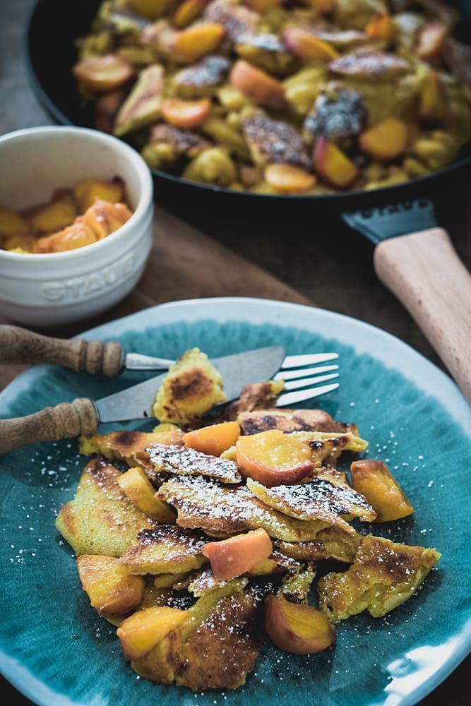 Kaiserschmarrn mit gebratenen Pfirsichen