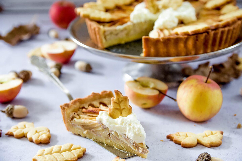 Apfelkuchen im Herbstgewand