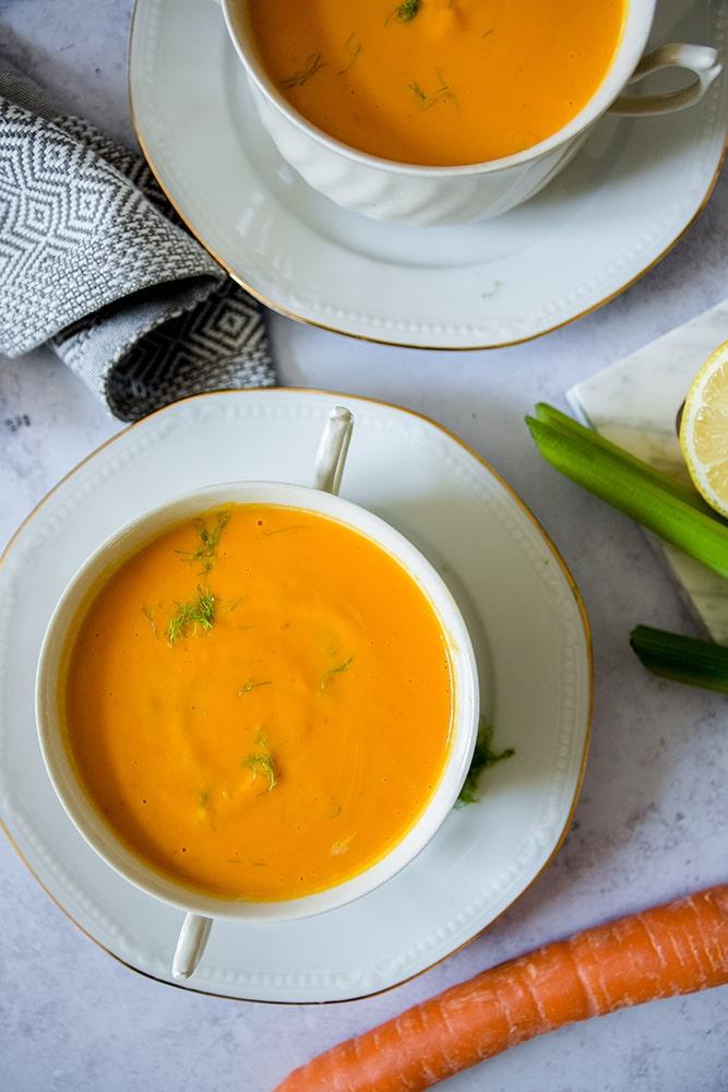 Karotten-Kürbis-Ingwer-Suppe mit Fenchel und Apfel
