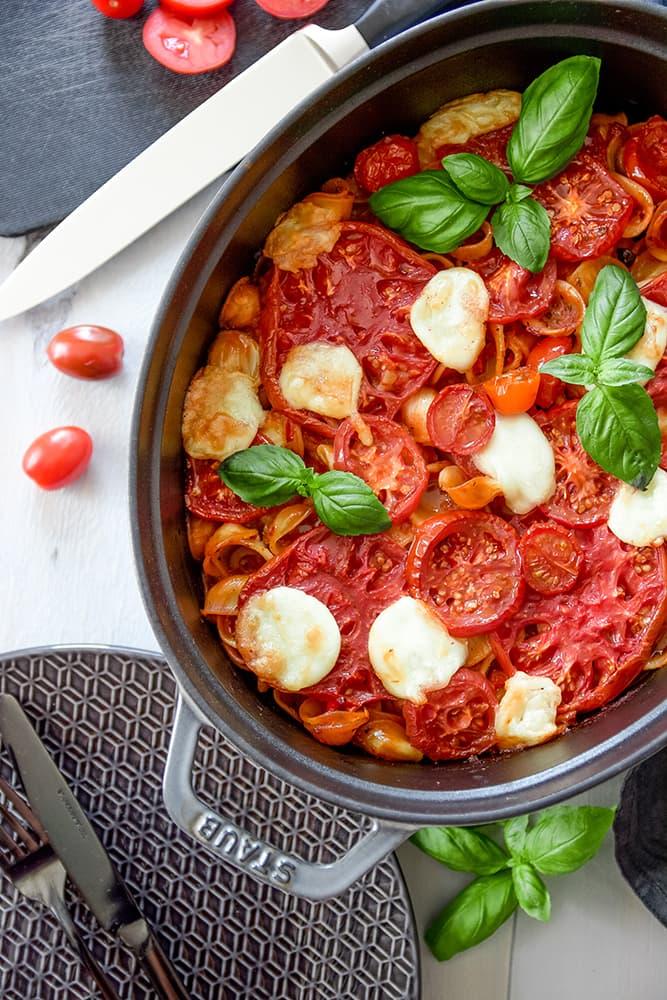 Vegetarischer Tomaten-Orecchiette-Auflauf