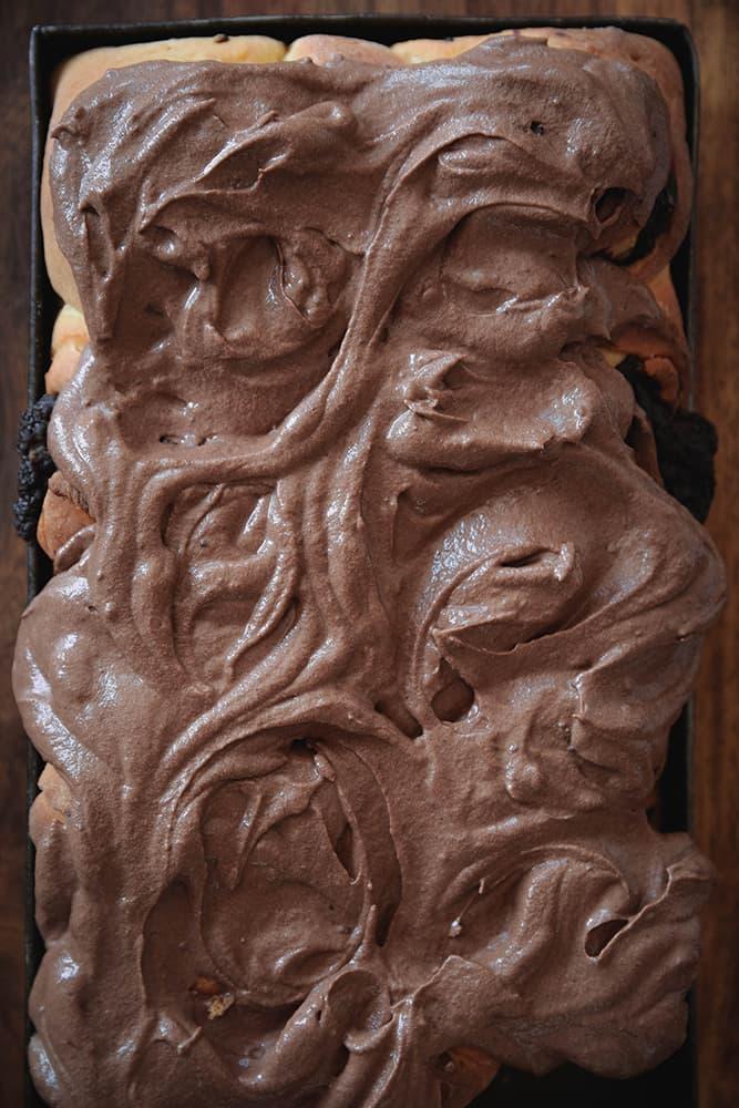 Schokoladen-Schnecken mit Frosting
