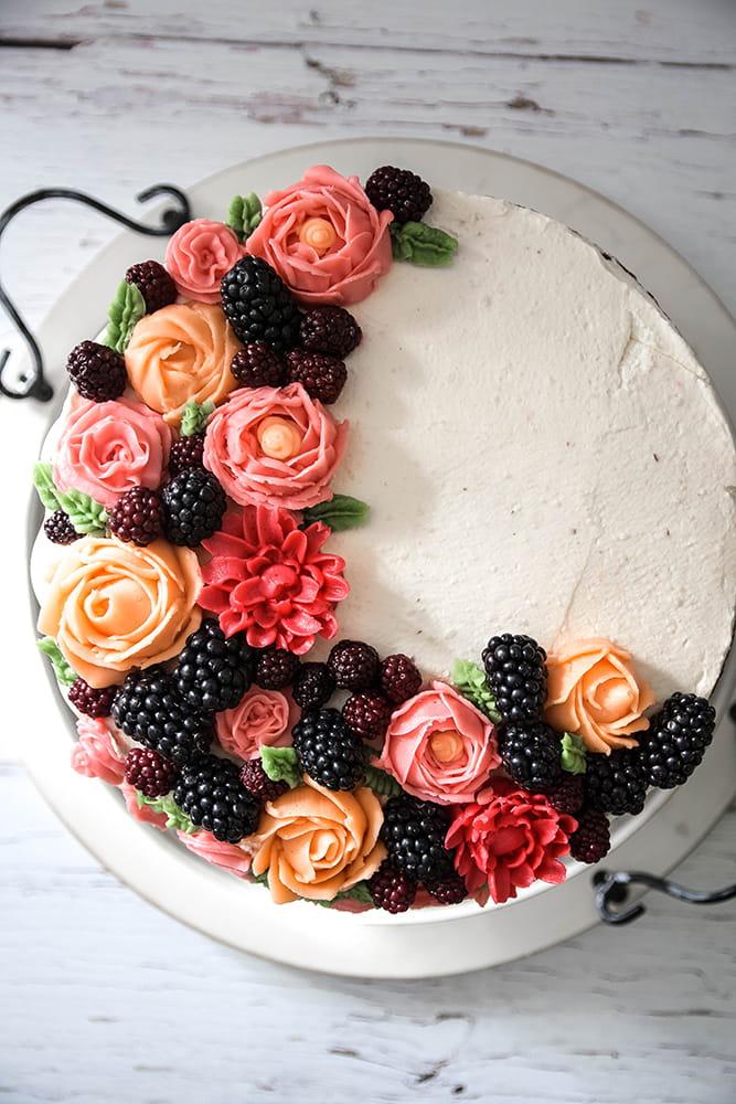 Brombeer-Schokoladen-Torte mit Buttercreme Rosen