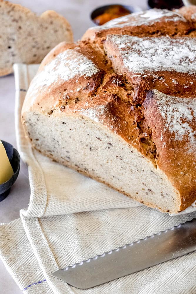 Roggen-Dinkel-Weizen-Brot