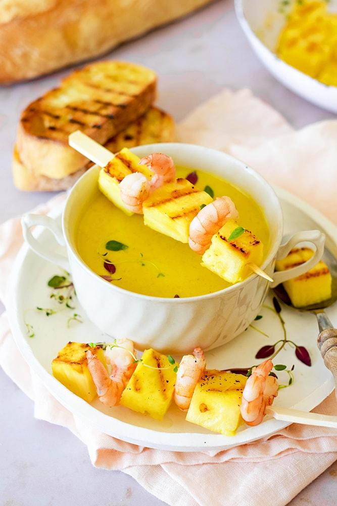 Ananas Curry Suppe mit Garnelen