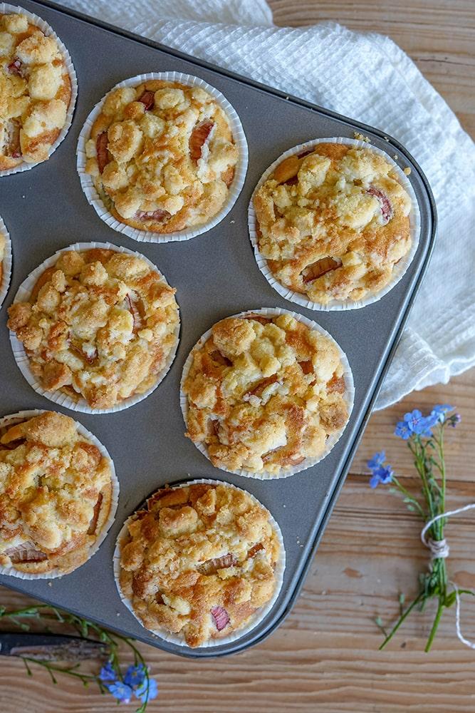 Muffins mit Rhabarber und Streusel
