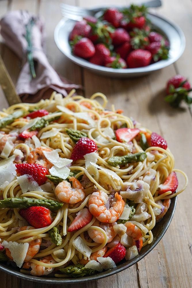 Spargel-Erdbeer-Pasta