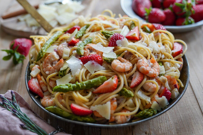 Spargel-Erdbeer-Spaghetti