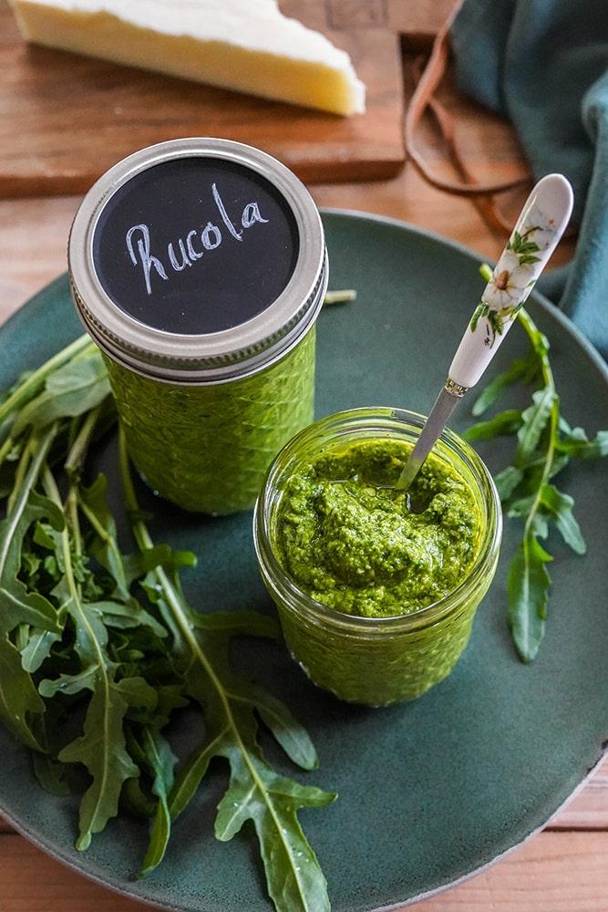 Rucola-Pesto - einfach und schnell zubereitet - Home and Herbs