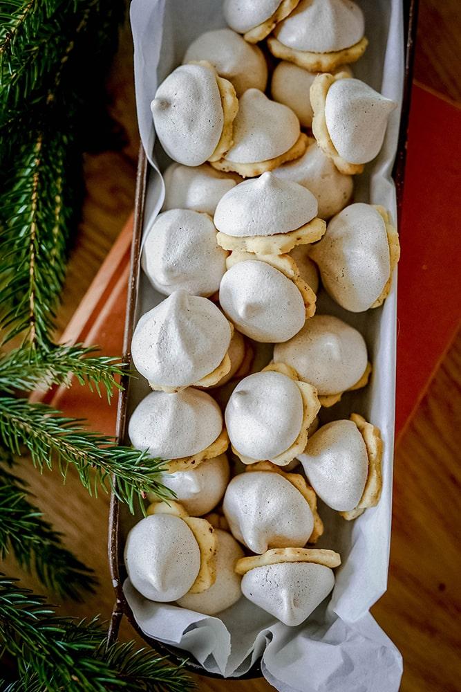 Weihnachtsplätzchen mit Baiserhaube