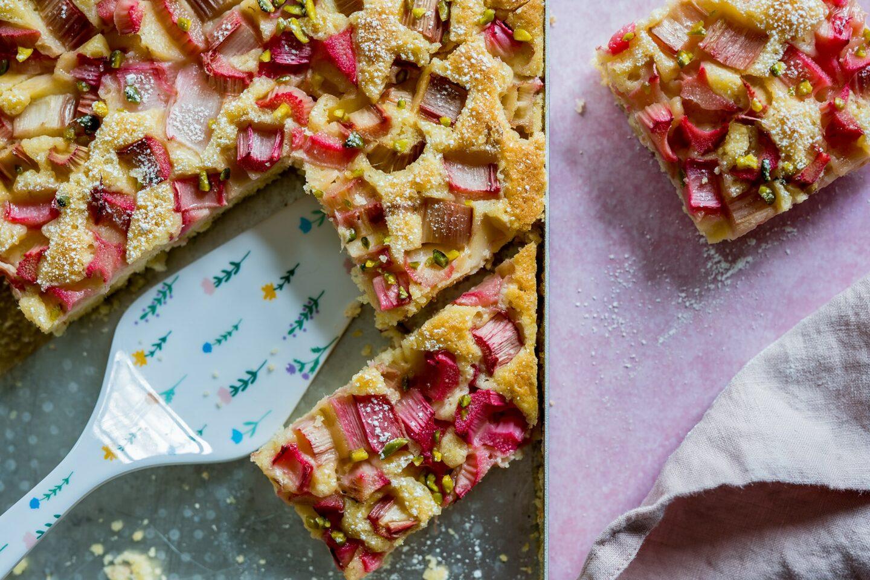 Rhabarberkuchen mit Pistazien